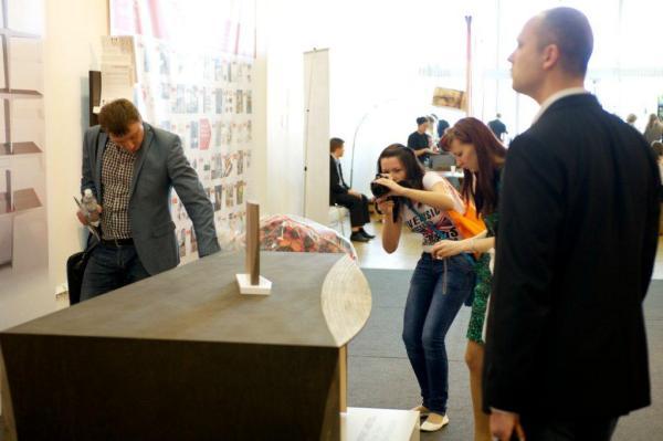 Презентация прототипа стола Бориса Левянтаи Ирины Приседской