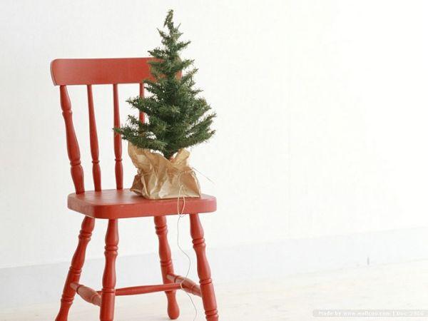 Создаем новогодний декор стульев своими руками