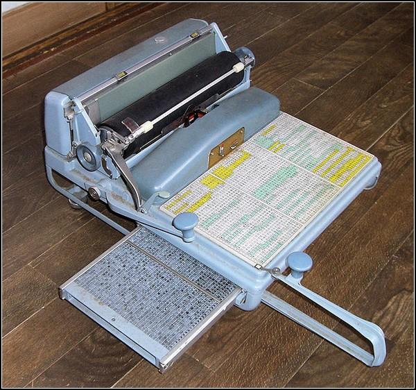 Современная японская пишущая машинка