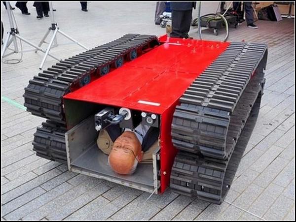 Марш спасателей: японский робот-пожарный