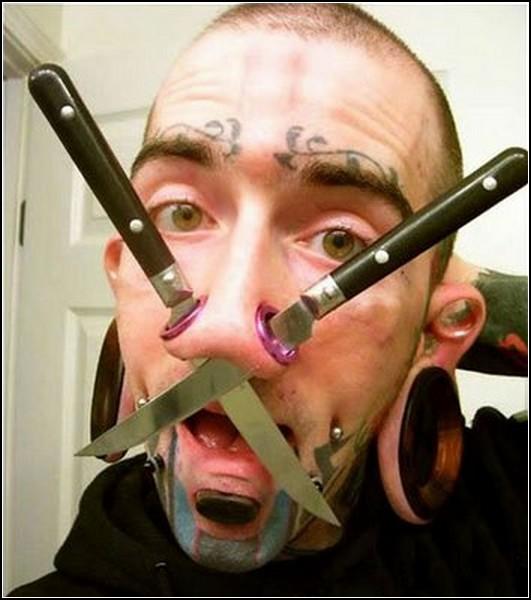 Туннели в ноздрях как подставка для ножей