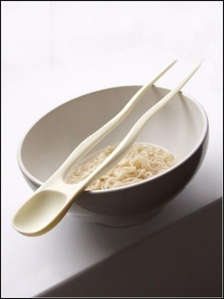 Палочки для еды и ложка