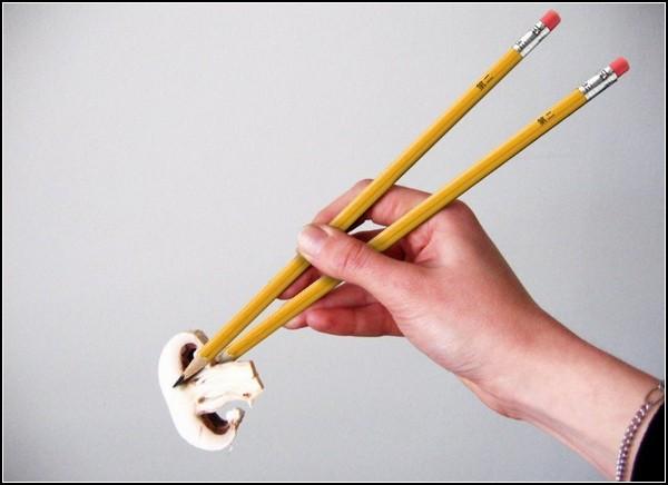 Необычные палочки для еды в виде карандашей