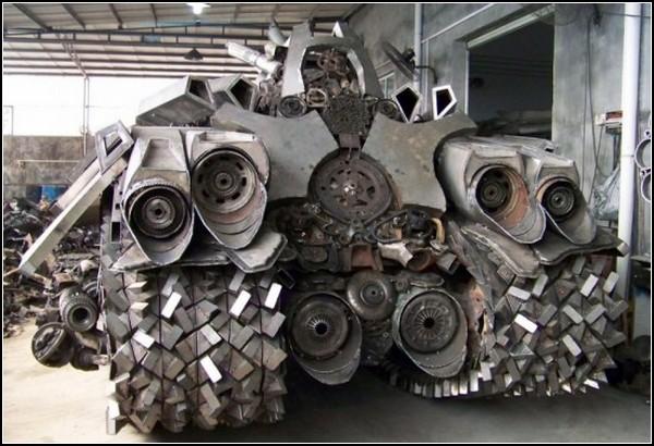 Трансформер Мегатрон в образе киберпанк-танка