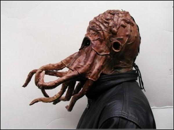 Необычные маски противогаза в картинках: Ктулху зохавает отравляющие газы