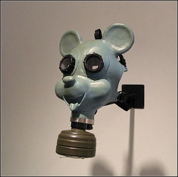 Необычные маски противогаза в картинках: Микки-Маус, его Диснейшество