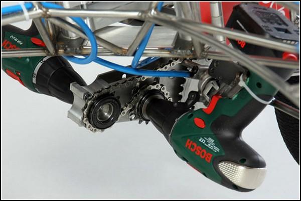 Гоночный болид задом наперед: экспериментальная машина на шуруповертах EX