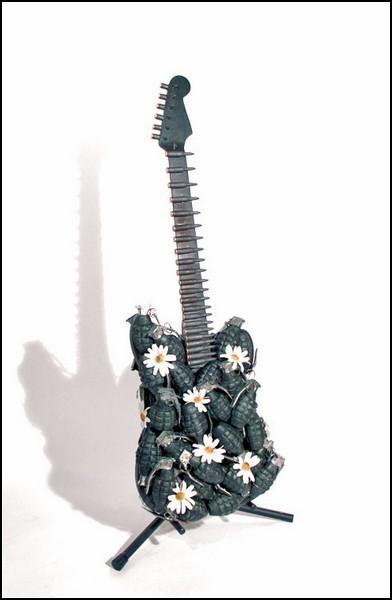 Пацифистская гитара: занимайся ромашками, а не гранатами