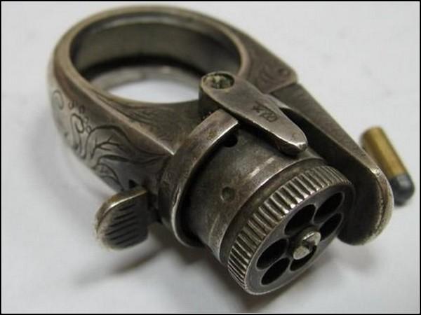 Шпионские гаджеты: кольцо-пистолет