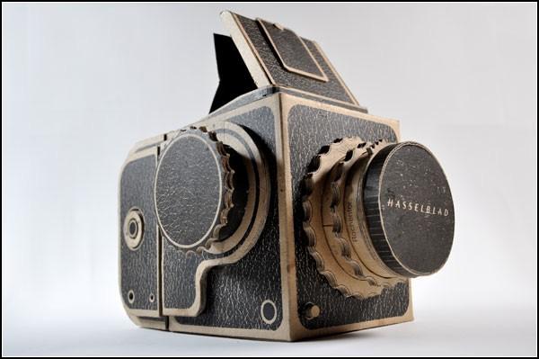 Камера в винтажном стиле, сделанная из картона