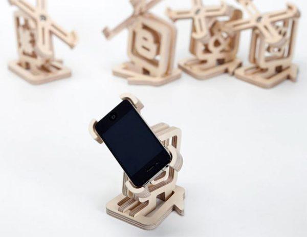 Деревянная подставка для iPhone