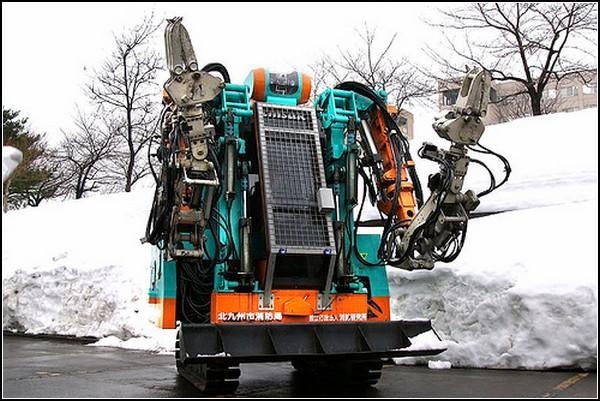 Могучий *трансформер* спасает машины