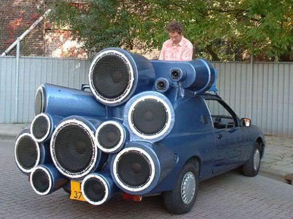 Безумный дизайн автомобиля: машина-ракета