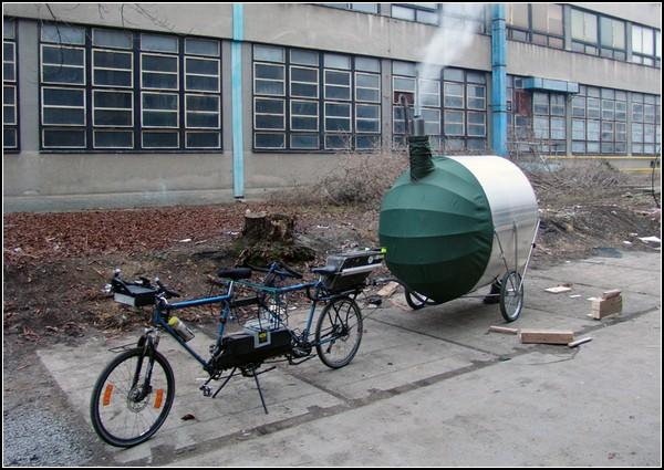 Маленькая баня на колесах - мотоциклетный прицеп