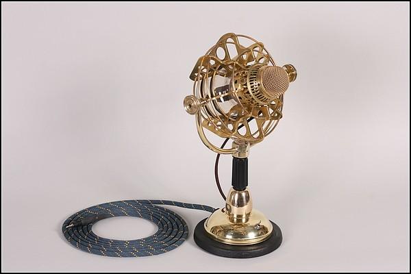 Золотой микрофон в стиле стимпанк для комикса Girl Genius
