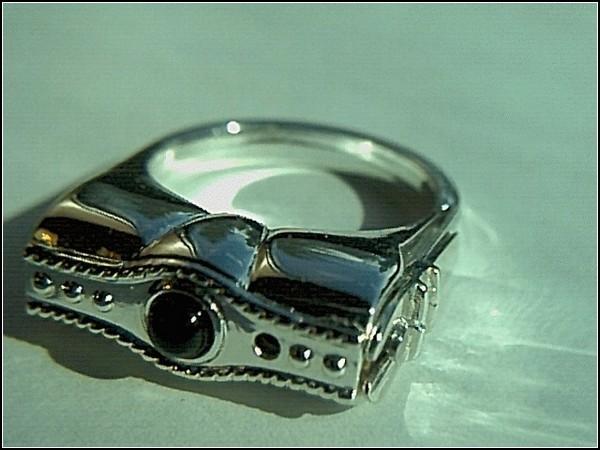 Шпионские гаджеты: газовое кольцо
