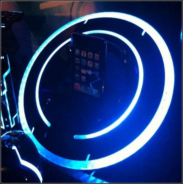 Наследие TRON: iPod Dock