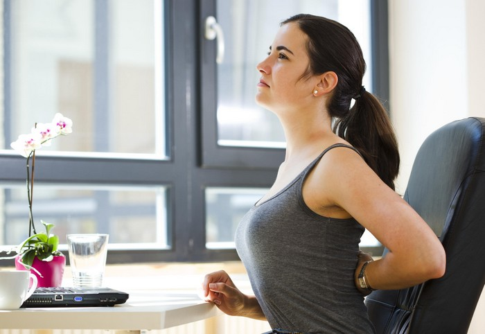 3 самых эффективных упражнения против боли в спине для офисных работников