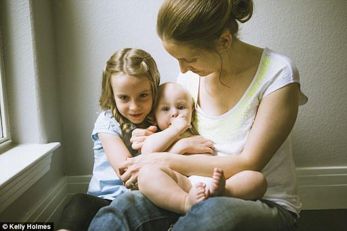 Келли Холмз (Kelly Holmes) заразила мамочек полезной привычкой.