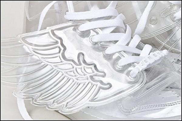 Adidas Wings by Jeremy Scott изготовлены из 100%  пластика