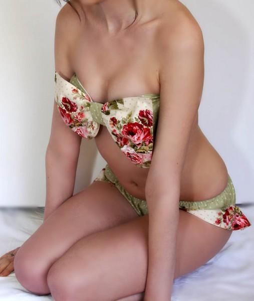 Женственные и скромные купальники Amourouse