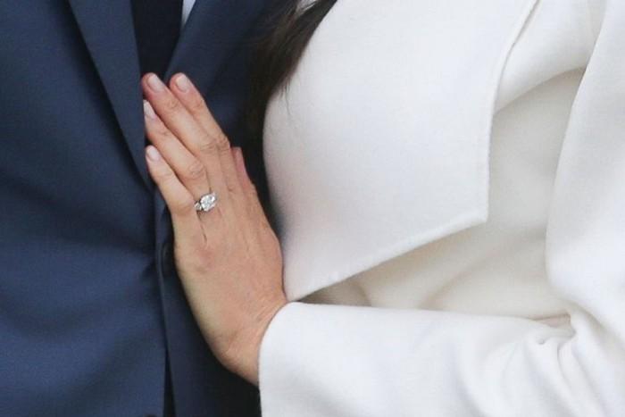 Два бриллианта из трёх принадлежали Леди Ди.