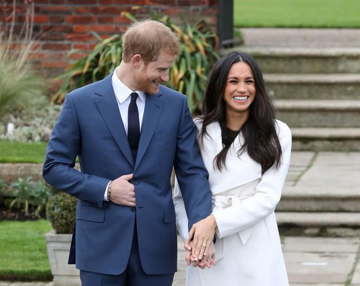 Счастливое кольцо счастливой паре.