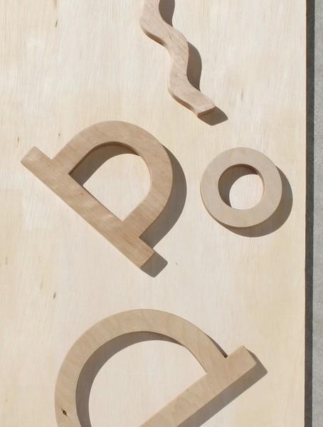 Коллекция арт-сумок, которые умеют загорать от Building Block + Waka Waka