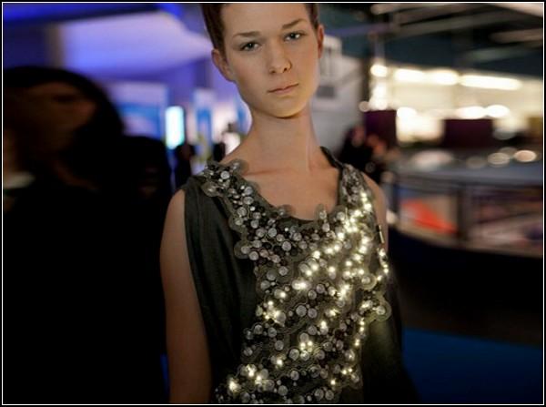 Экологичное платье с с LED-лампочками