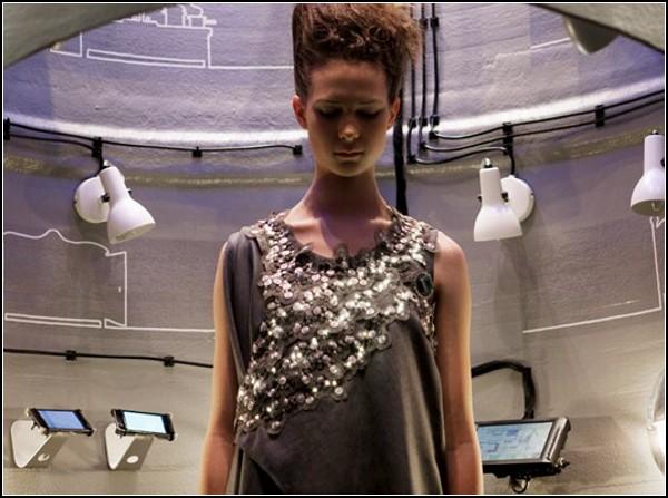 Платье Climate с динамичной вышивкой из LED-лампочек