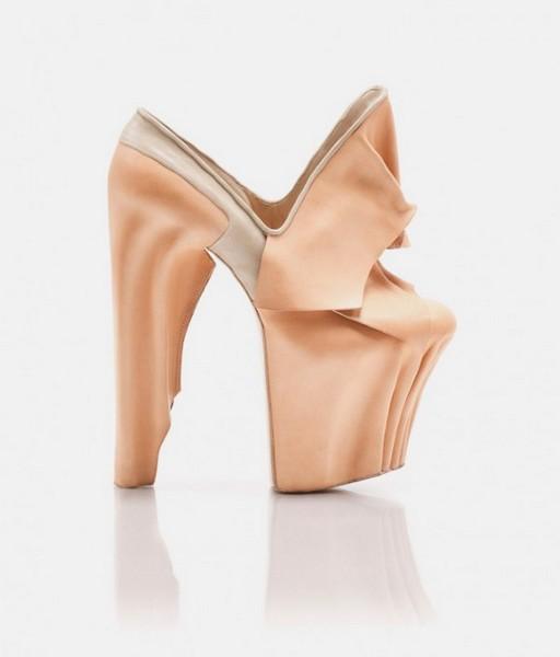 Коллекция женской обуви осень-зима 2012 в стиле сюрреализм