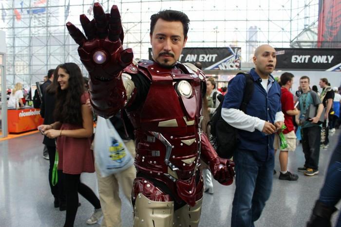 Этот «Железный человек» даже без маски похож на Тони Старка