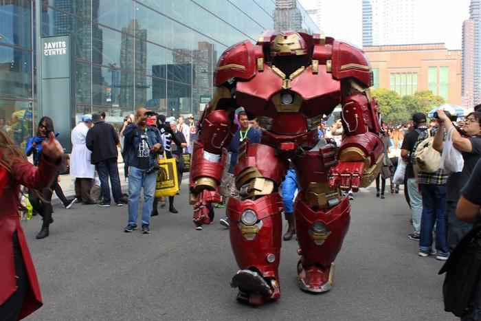 Этот костюм усовершенствованной модели Железного человека выстой 2,8 метра и весит 40 кг