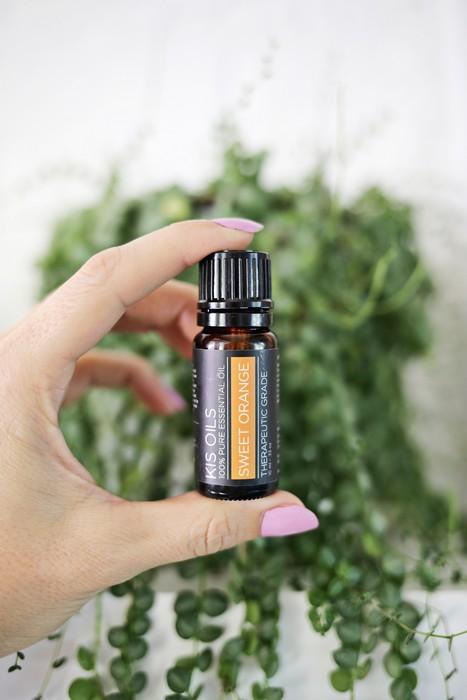 Выбирайте идеальный аромат среди эфирных масел на вкус. Начните с экстракта ванили, сочетания сладкого апельсина и перечной мяты или же расслабляющей лаванды.