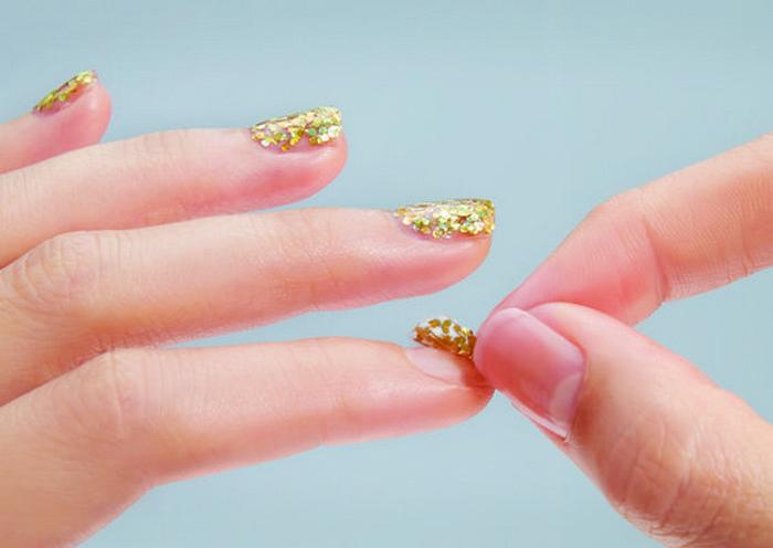 Как быстро снять лак с блестками с ногтей