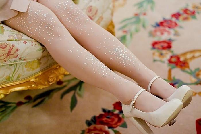 Фото ножки в капроновых колготок зрелой