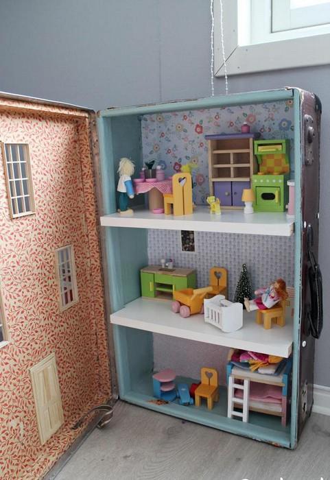 Как сделать прелестный кукольный домик из старого чемодана