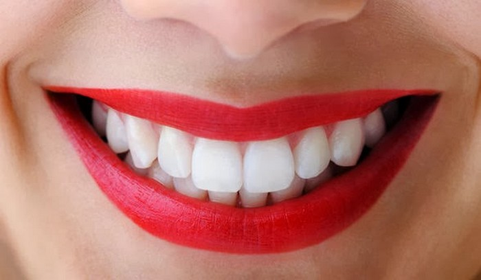 Как просто отбелить зубы дома по методу производителей Colgate