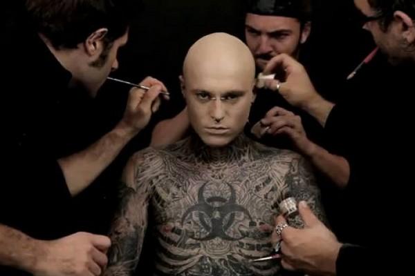 Лучший консилер для татуированной кожи, который даже Зомби превращает в принца