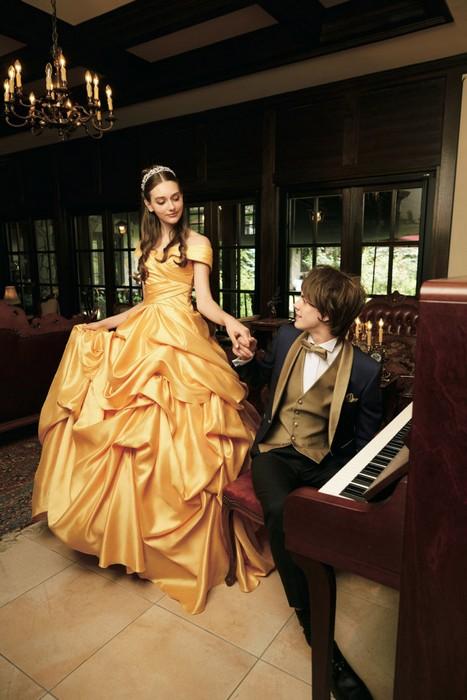Платье красавицы Бэлль. А для «Чудовища» можно и смокинг подходящий прикупить