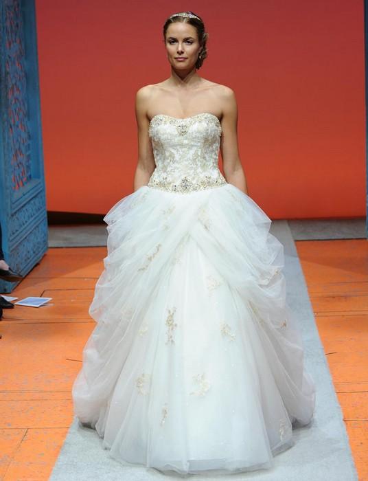 Шикарные свадебные платья по мотивам мультиков Disney: Белль («Красавица и Чудовище»)