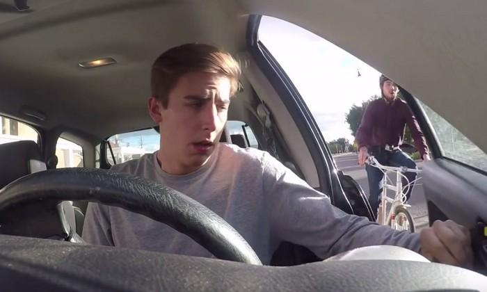 Просто открываешь дверь машины…