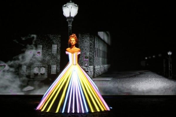 Оригинальное модное шоу от французского дизайнера