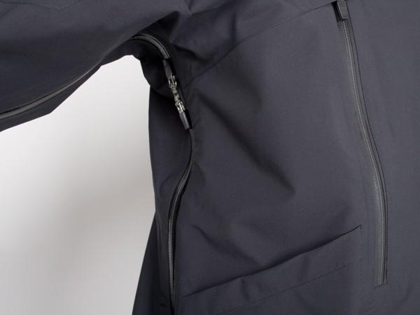 Стильные куртки GT-J5A от Acronym буквально «нафаршированы» интересными решениями