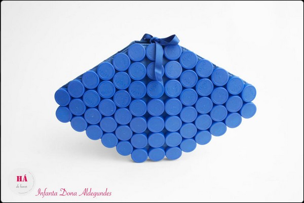 Большая коллекция сумок из пластиковых крышек от HadeHaver