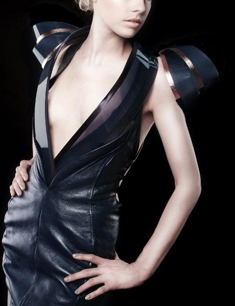 Прозрачное платье Intimacy 2.0 позволит буквально обнажиться в общении