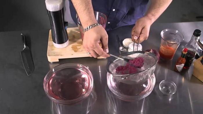 Устройство Imperial Spherificator позволит готовить икру прямо дома