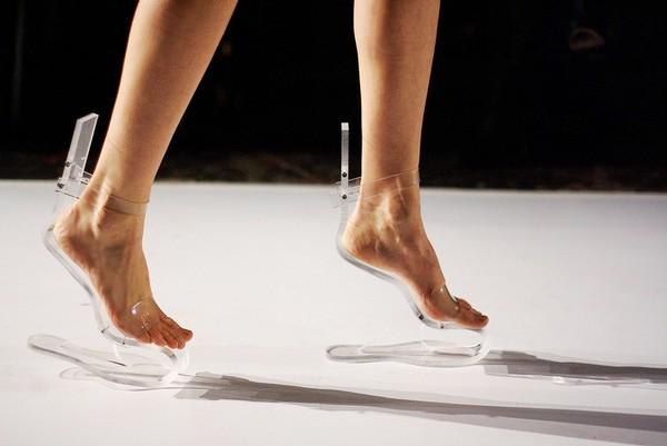Экстравагантные «нехрустальные» туфельки от Ilanio