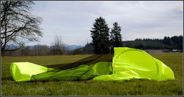 Плащ-палатка JakPak защитит от холода, дождя и насекомых