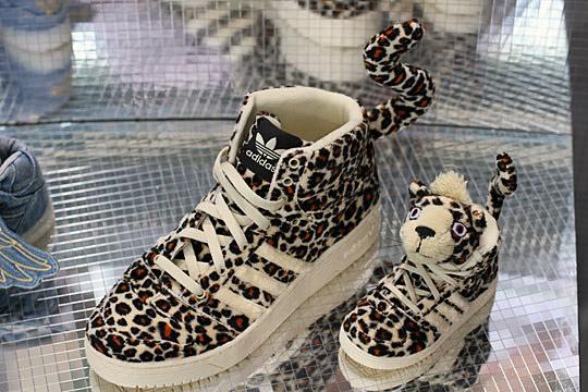 Хищные, но совсем не страшные кроссовки Adidas от Jeremy Scott